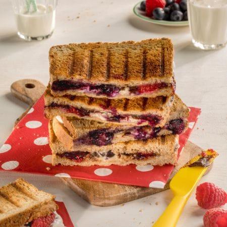 Süßes Beeren-Sandwich