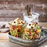 Zoodles-Salat mit Rote-Bete-Perlen